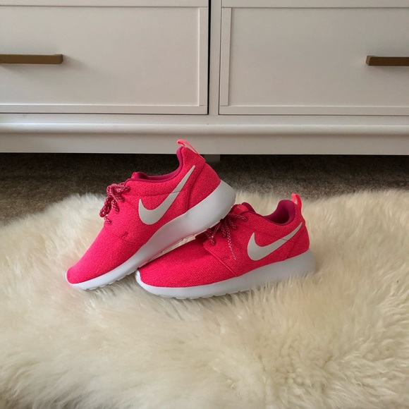 best service 1ab54 be516 🆕Nike Roshe One Pink Sneakers💞 NWT
